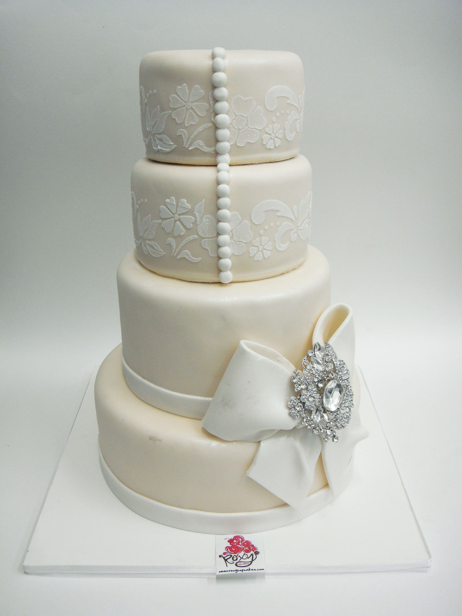 Ivory wedding with pearls