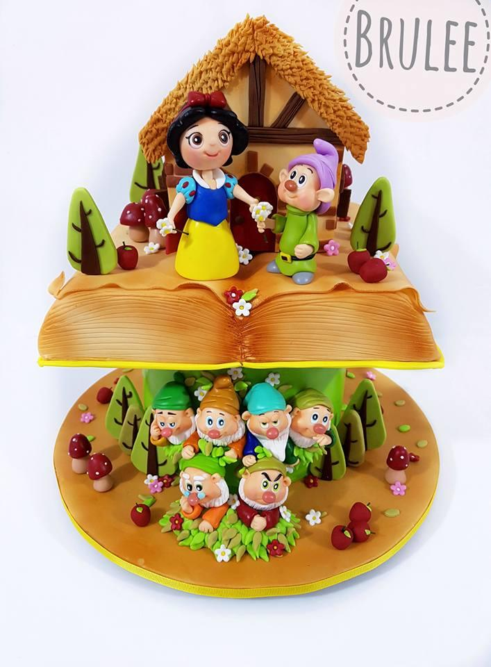 Snow white and seven dwarfs birthday cake