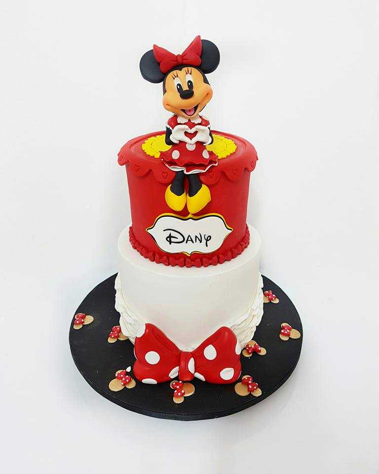 Red and white minnie mouse themed birthday cake