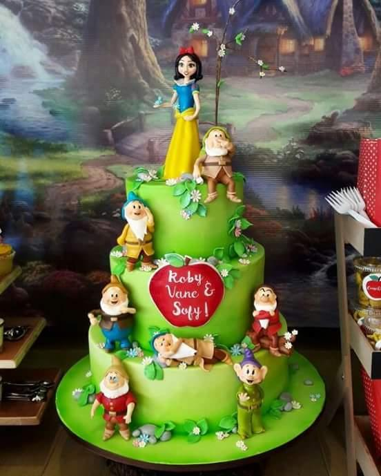Snow White themed birthday cake
