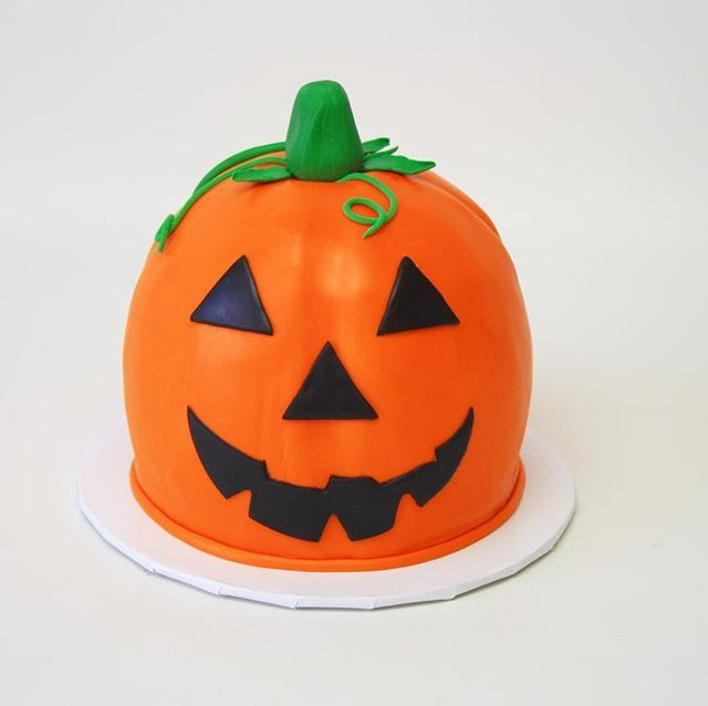 Jack O' Lantern fondant cake