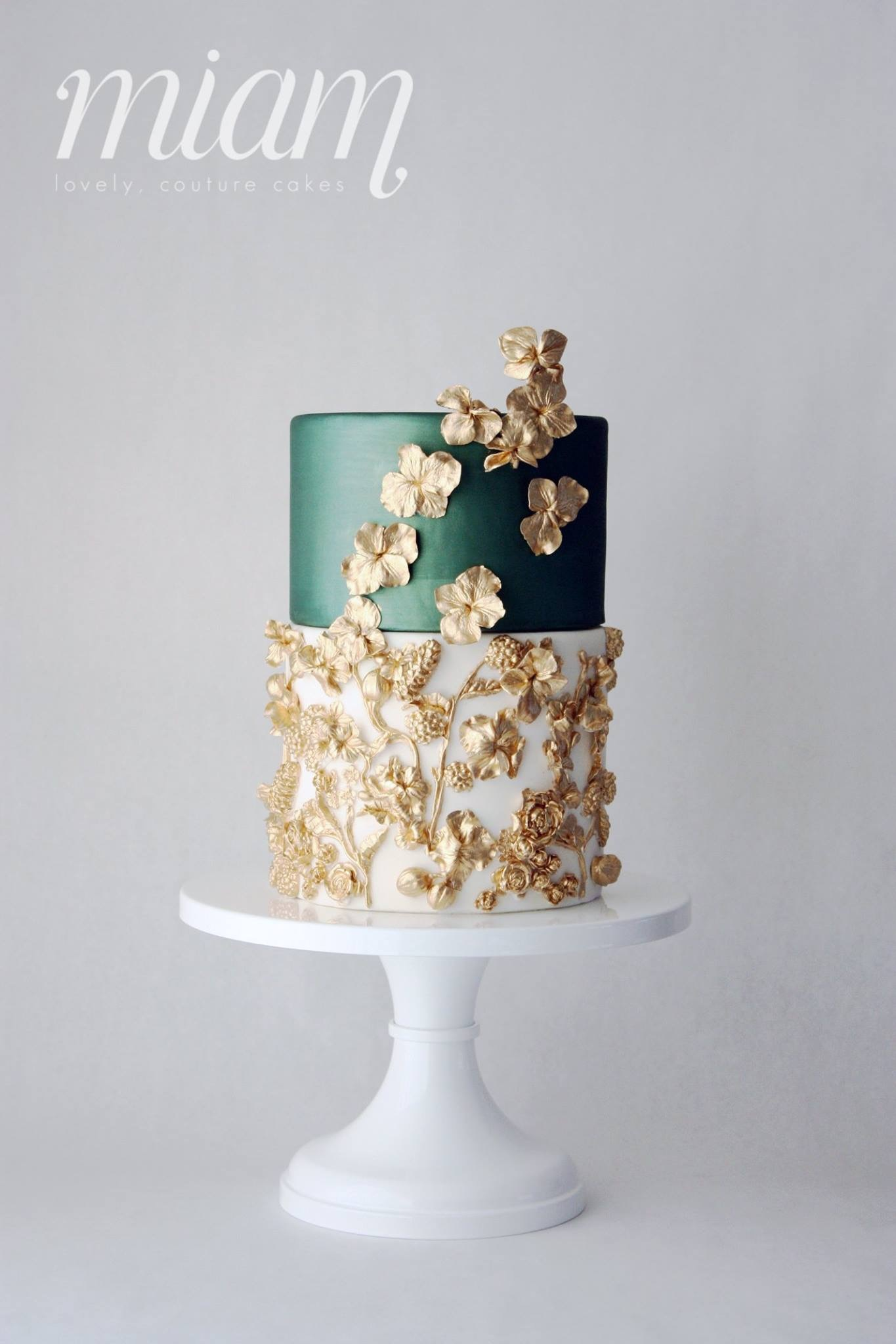 Green and white wedding with gold sugar flowers