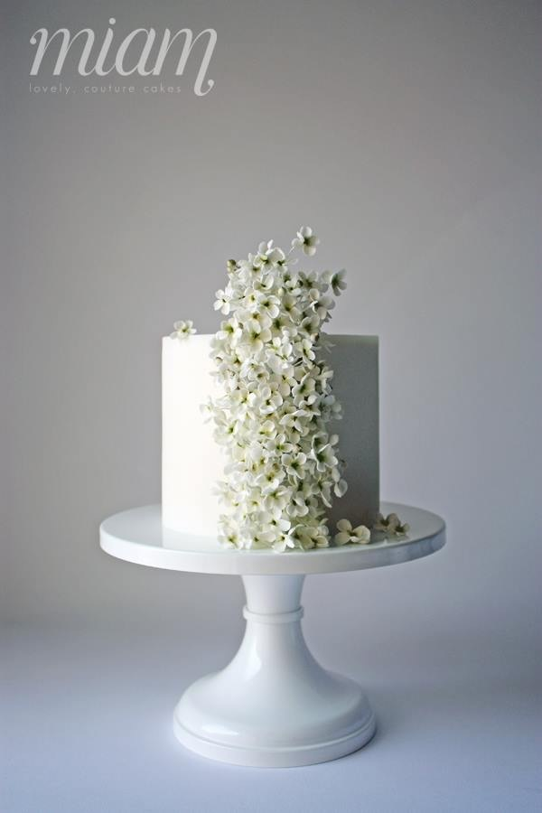 Mini White Wedding with white sugar flowers