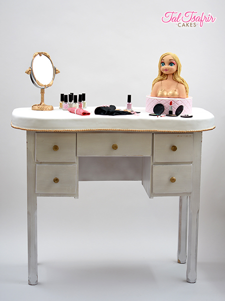 Sculpted Womens make up dresser