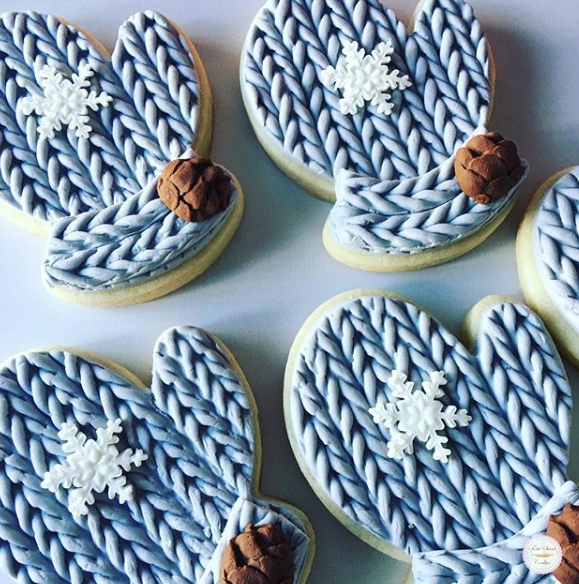 Winter mitten shaped fondant cookies