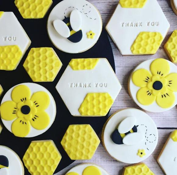 Bumblebee fondant cookies