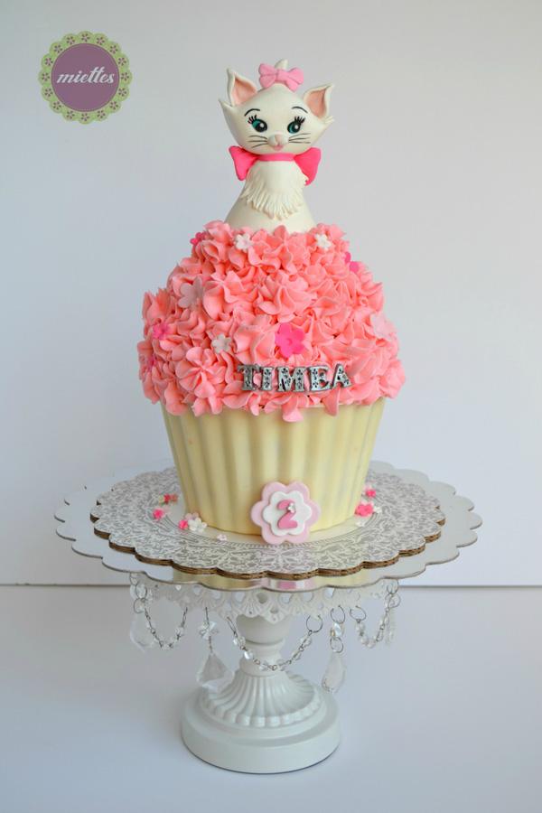 Kitty on Cupcake