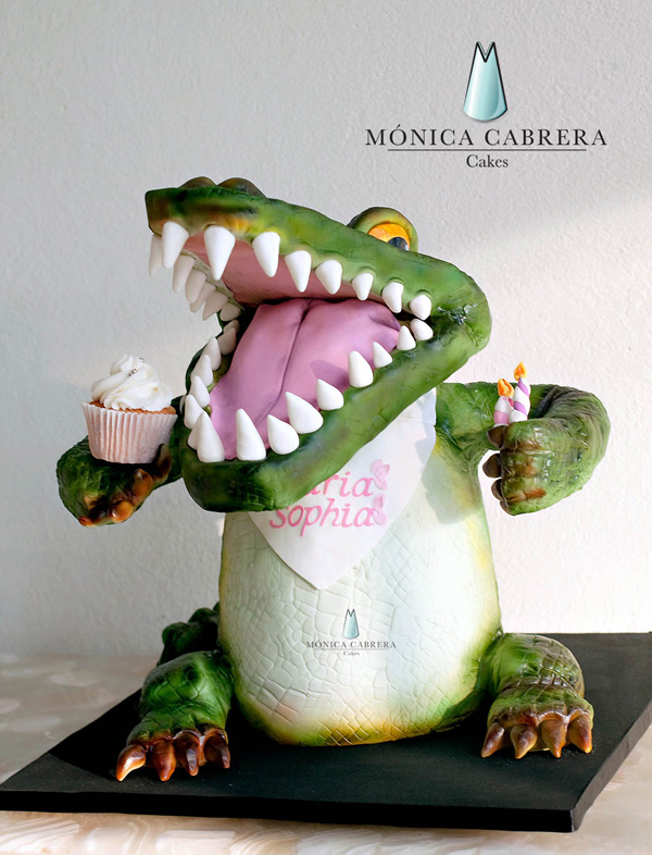 Party Crocodile standing fondant bust cake