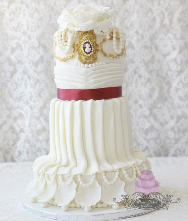 Elegant Cameo Cake