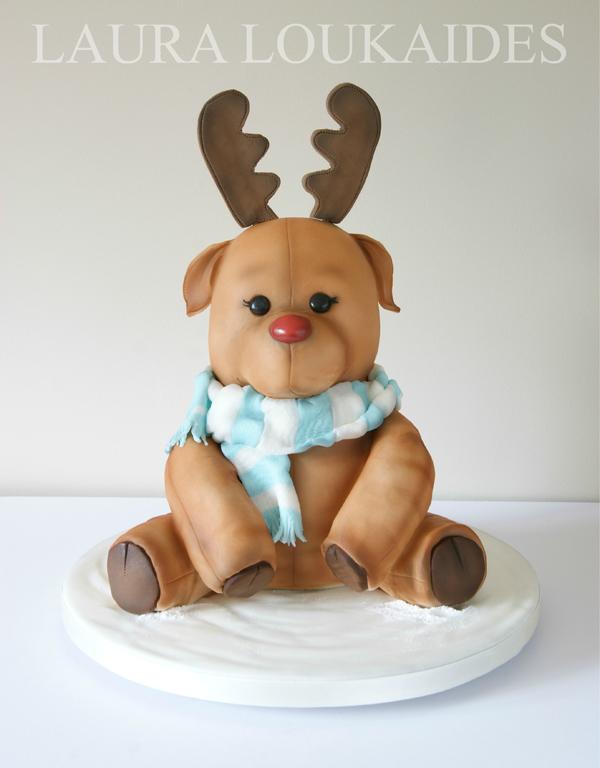 Sculpted Reindeer fondant cake