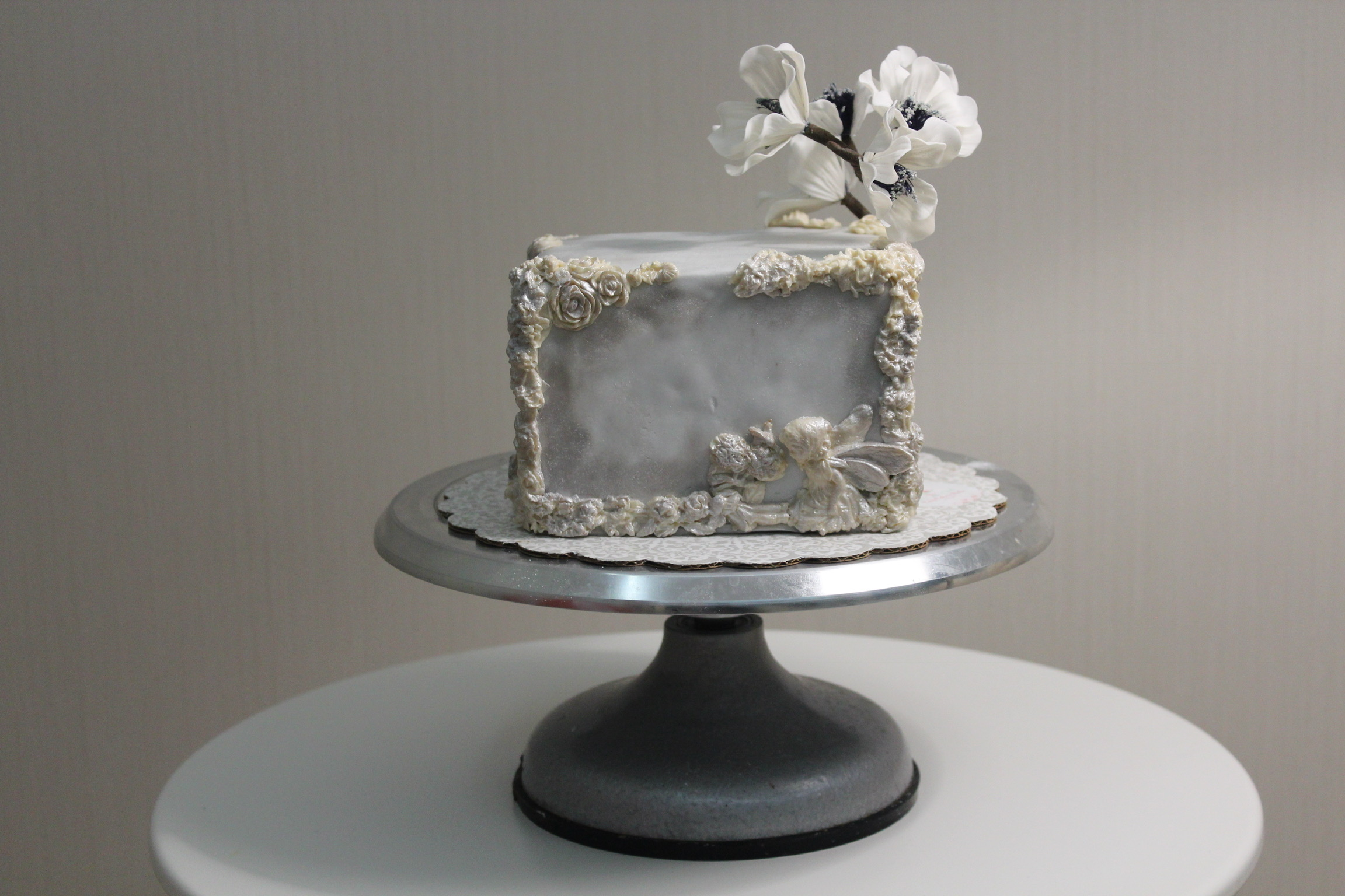 Gray square min cake with bas relief