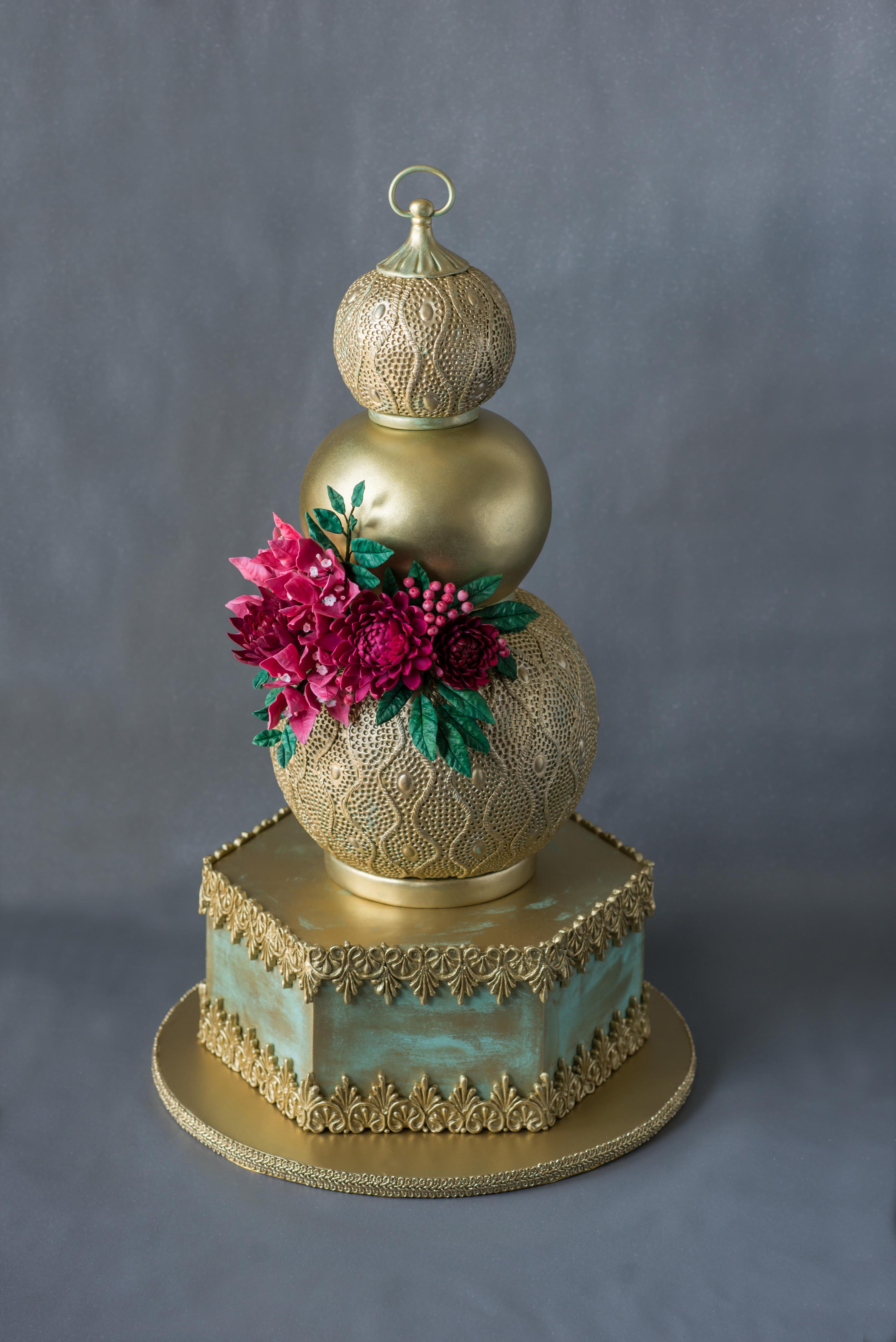 Golden lantern shaped fondant cake