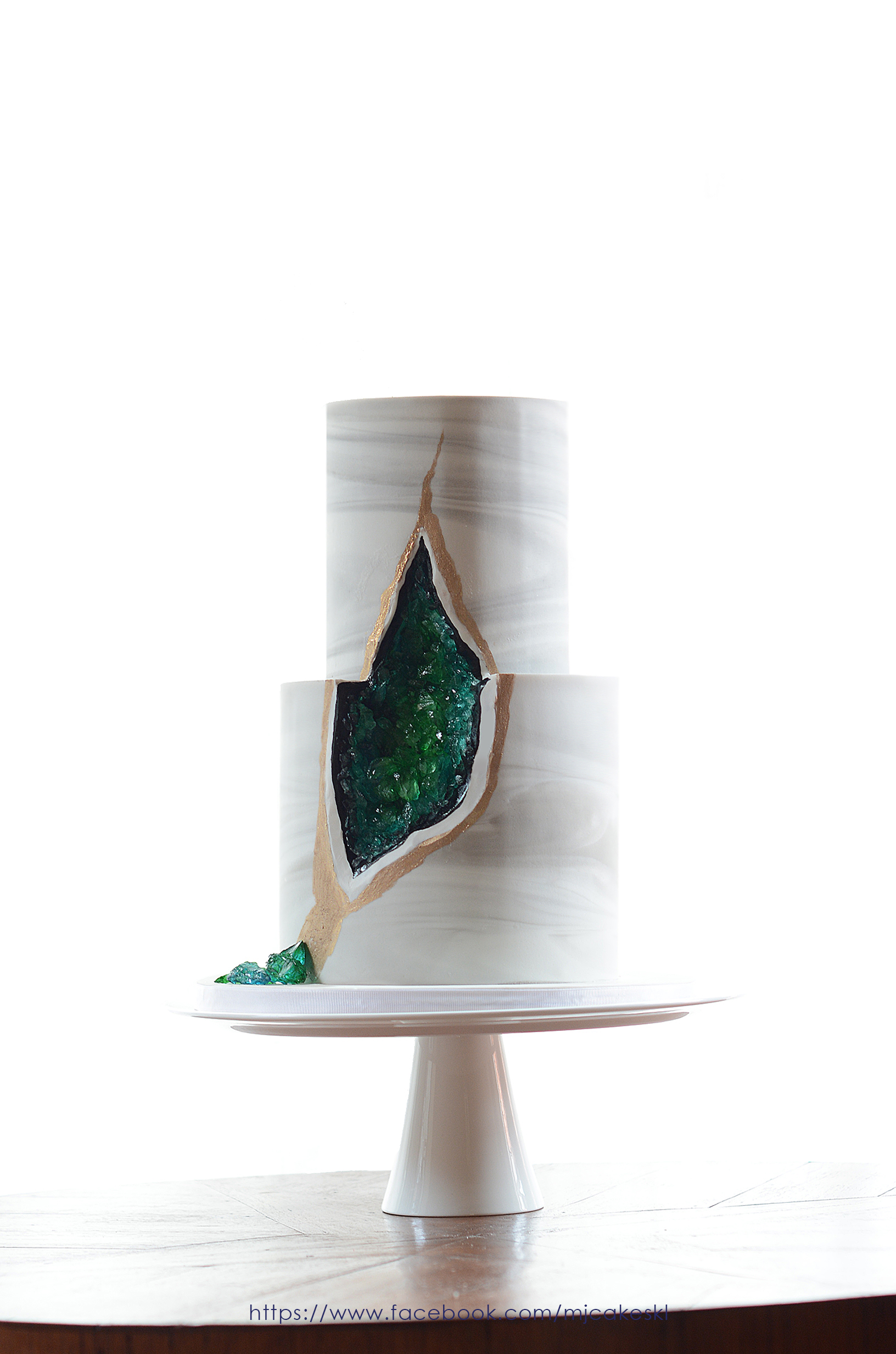 Gray marble with green geode wedding cake