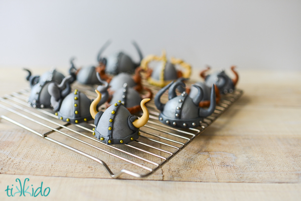 How-To-Train-Your-Dragon-Cupcake-Tutorial-13.JPG?mtime=20190111110413#asset:128312