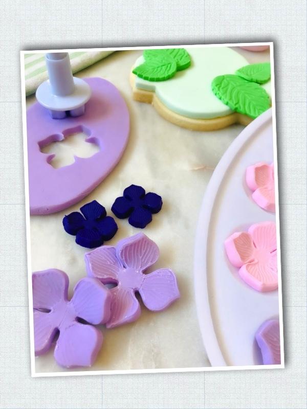 Lavendar_Hydrangea_Sweet-Sara-Cookies_Step-4.jpg?mtime=20210326124034#asset:423488