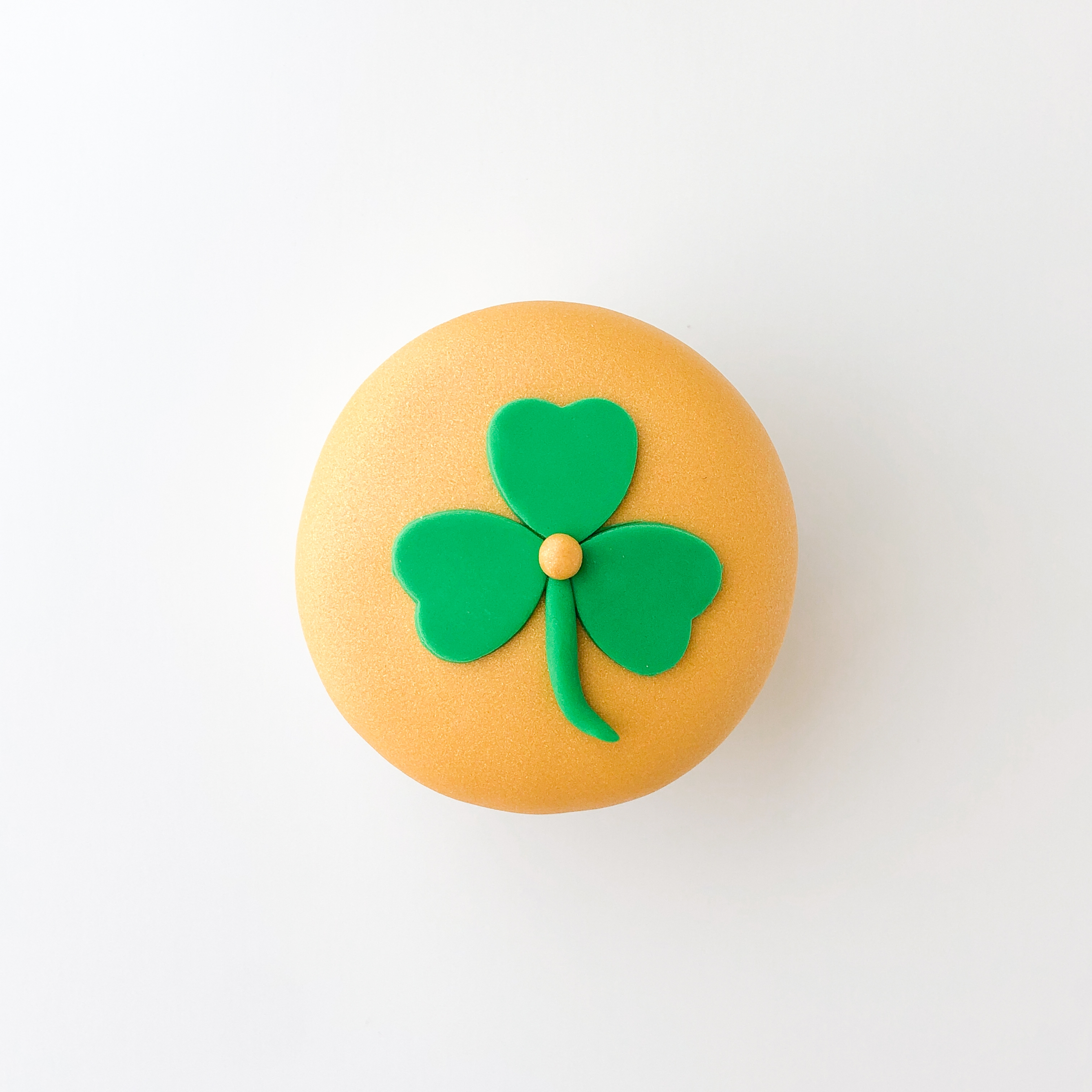 Shimmer_St-Pattys_cupcake_tutorial_Step-6.jpg?mtime=20210303113050#asset:416983