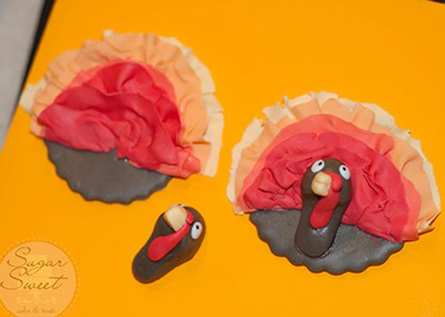 Turkey-Cupcake-Feathers-4.jpg?mtime=20181107130351#asset:107418