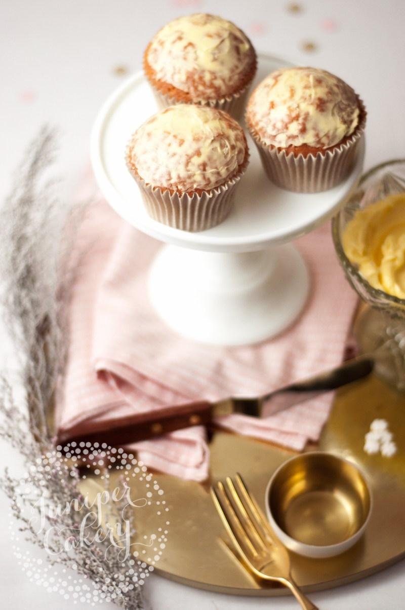 christmas-bauble-cupcakes-tutorial-juniper-cakery-1.jpg#asset:22238