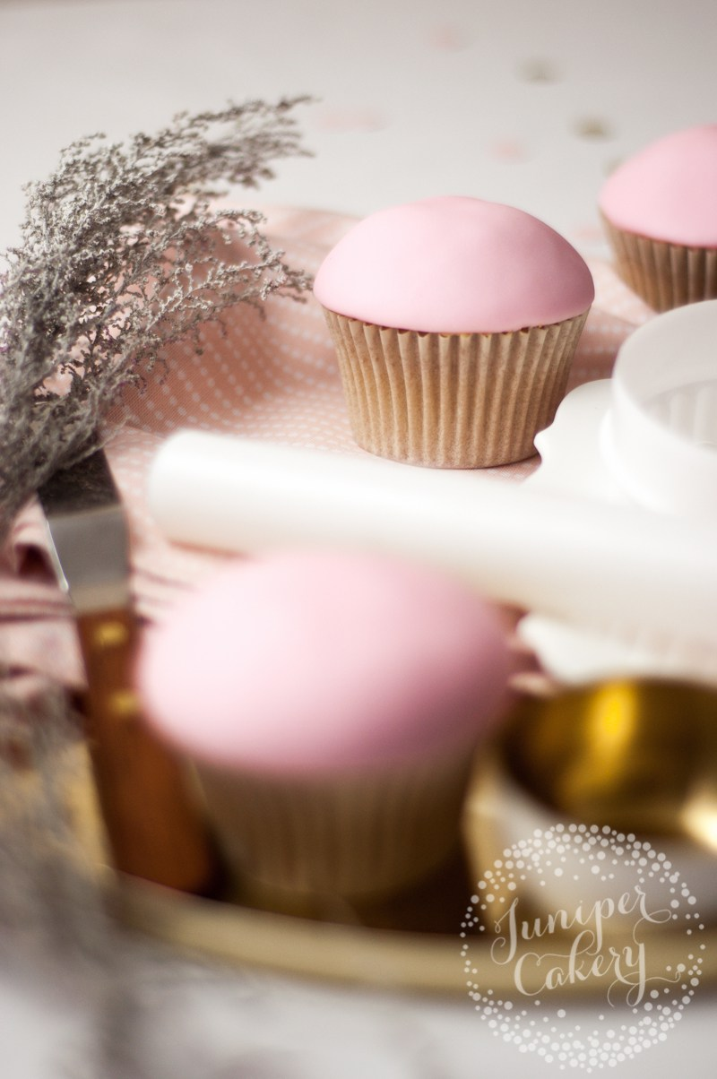 christmas-bauble-cupcakes-tutorial-juniper-cakery-2.jpg#asset:22239