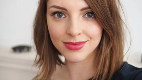 Profile photo of essiebutton, a youtube makeup and beauty guru