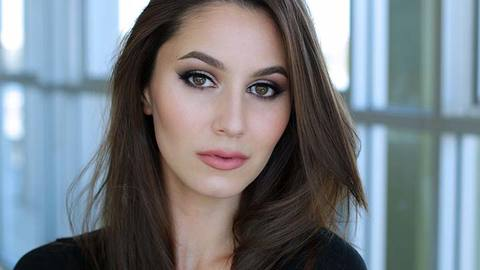 Profile photo of karimamckimmie, a youtube makeup and beauty guru