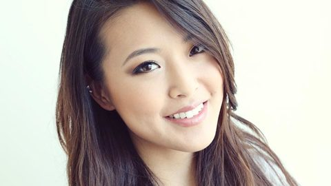 Profile photo of frmheadtotoe, a youtube makeup and beauty guru