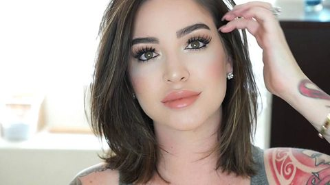 Profile photo of stillGLAMORUS, a youtube makeup and beauty guru