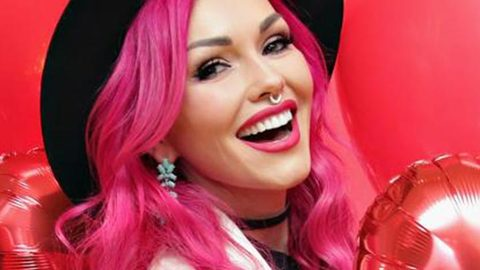 Profile photo of kandeejohnson, a youtube makeup and beauty guru