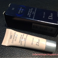 Dior Diorskin Nude Skin-Glowing Makeup SPF 15 Swatch