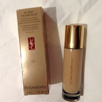 Yves Saint Laurent LE TEINT TOUCHE ECLAT Illuminating Foundation SPF 19 Swatch