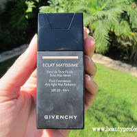 Givenchy Fluid Foundation Airy-Light Mat Radiance SPF 20 - PA++ Swatch
