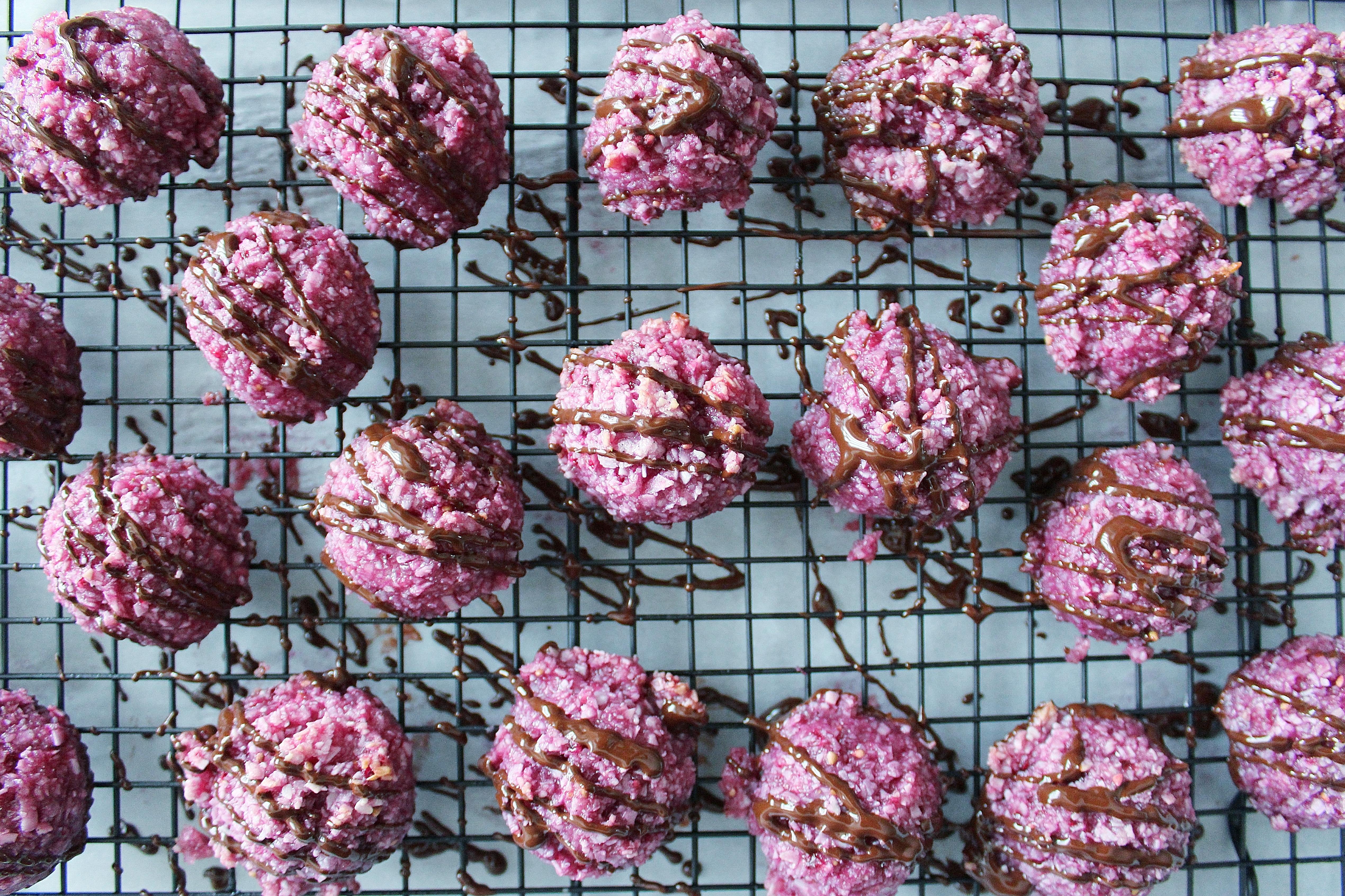 blackberry chocolate macaroons