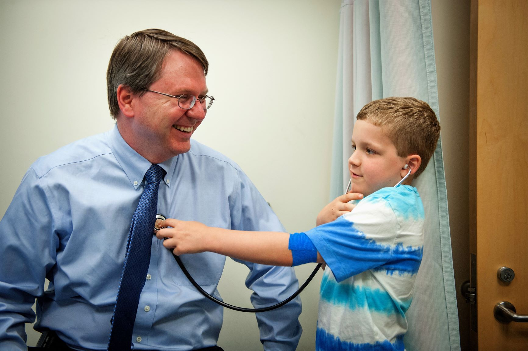 Dr. Daniel (Trey) Lee treated Honored Kid and Ambassador Phineas at the NCI in 2013