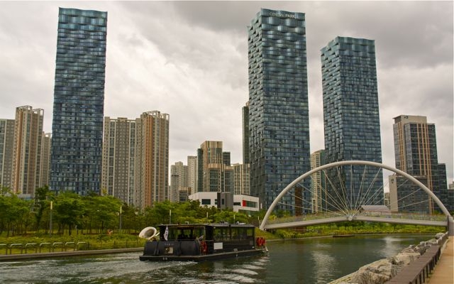 A view of the Central Park skyline from the bank of the saltwater canal. A water taxi can be seen giving passengers a tour of the park below. CHRISTOPHER CAMERON / THE STATESMAN