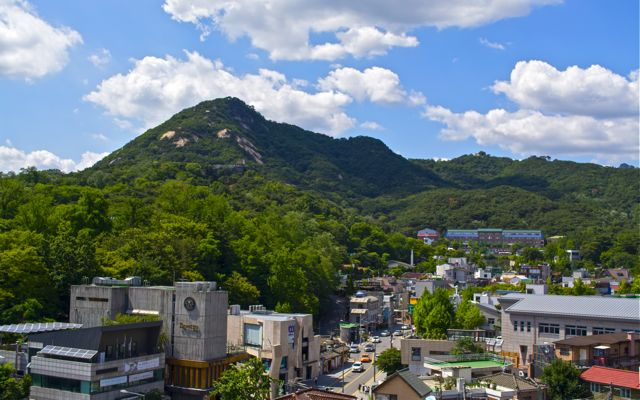 A view of the surrounding landscape of the Jongno-gu district. The city of Seoul is bordered by eight mountains, as well as the more level lands of the Han River plain and western areas. CHRISTOPHER CAMERON / THE STATESMAN