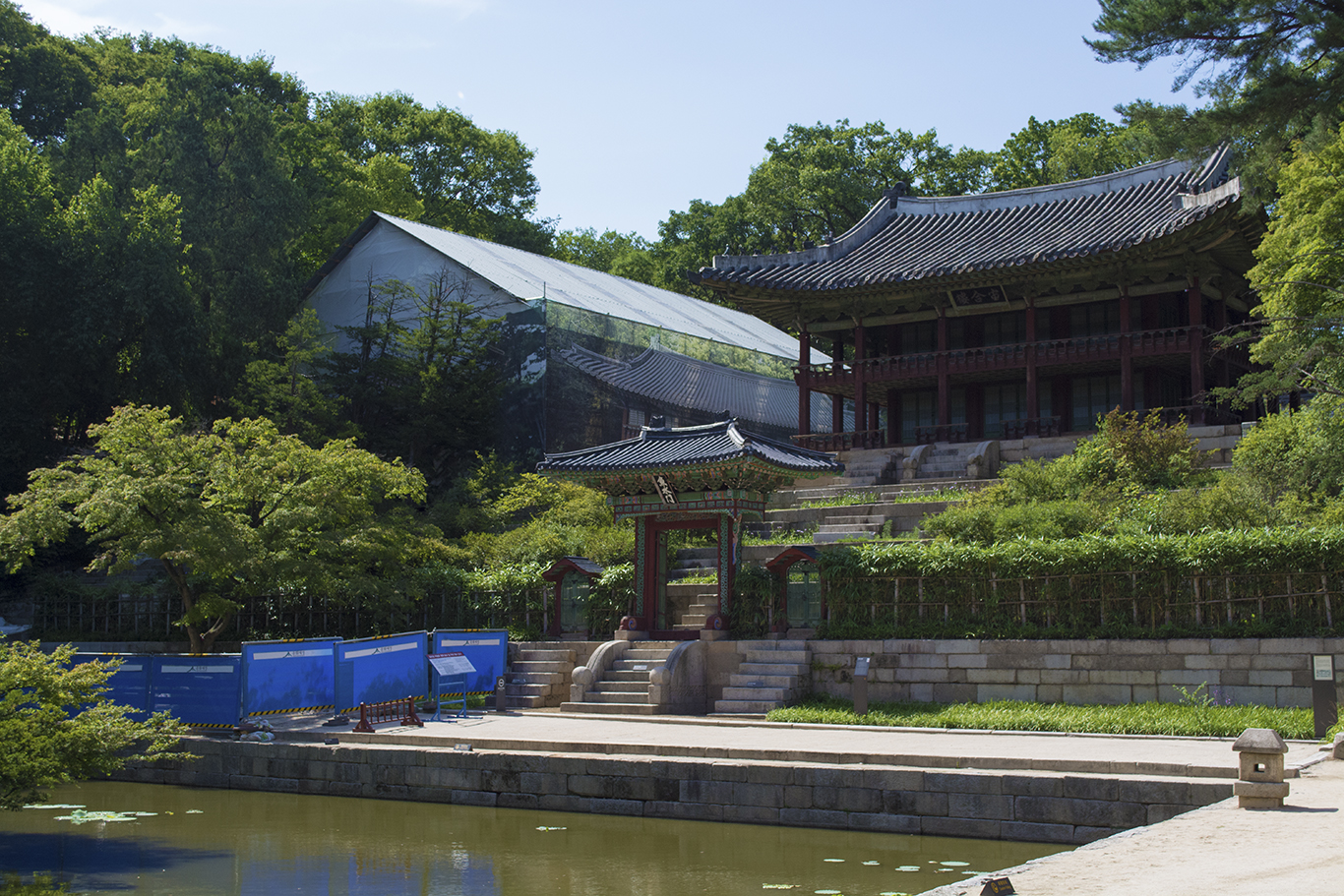 The Juhamnu Pavilion in front of the Buyongji Pond in the Changdeokgung palace in Seoul. (CHRISTOPHER CAMERON/THE STATESMAN)