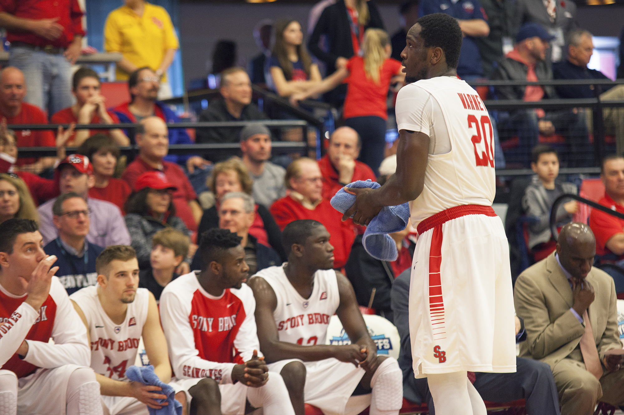 Stony Brook senior forward Jameel Warney (No. 20, above), glances up at the scoreboard after he scores another layup, widening the Seawolves' lead to five points. CHRISTOPHER CAMERON/THE STATESMAN