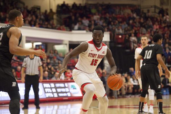 Redshirt freshman forward Akwasi Yeboah drives to the basket in a game against Binghamton on Feb. 18. LUIS RUIZ DOMINGUEZ/THE STATESMAN