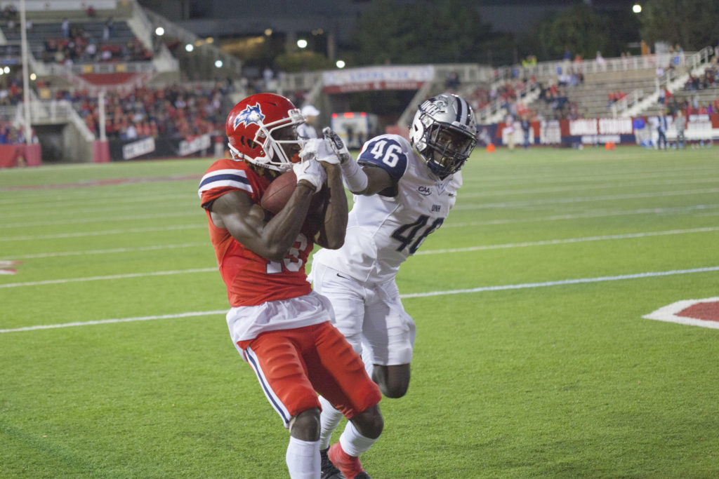 Senior wide receiver Ray Bolden makes a touchdown with 13:37 left in the fourth quarter. The Seawolves went on to defeat the Wildcats 38-24. ARACELY JIMENEZ/THE STATESMAN