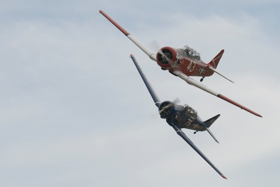 #43 Midnight Miss T-6D - Dennis Buehn and Warlock SNJ-6 - Alfred Goss