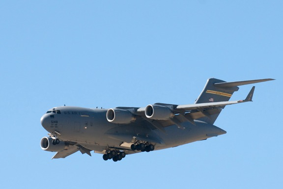 Very slow fly-by from an USAF C117