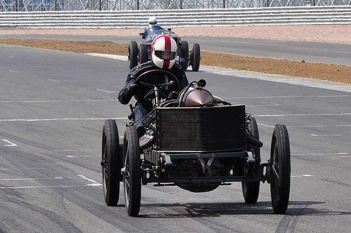 The 1905 Darracq powers down the start line straight