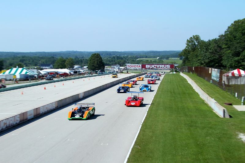 McLaren M8C of Tony Garmey leads Can-Am field