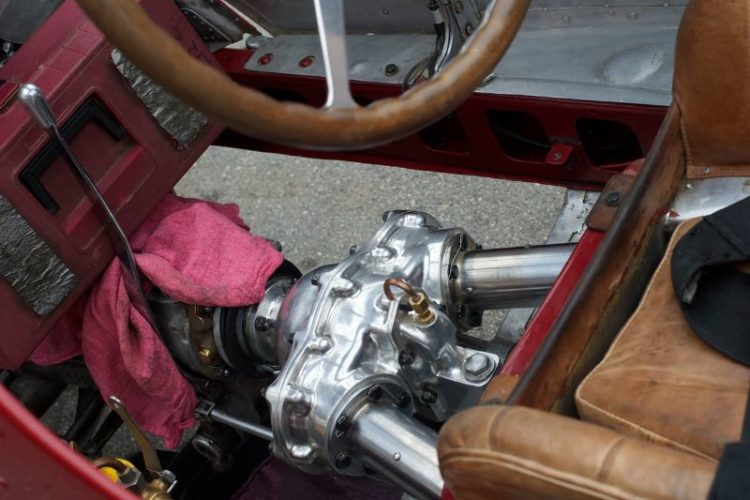 Split differential giving one drive shaft for each of the rear wheels. Gidding's 1930 Alfa Romeo Tipo B P3.