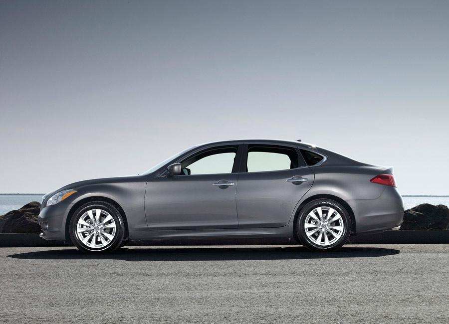 2013 Infiniti M56 Sport Driving Report Car Review