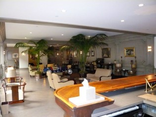 The Lounge, Mullin Automotive Museum