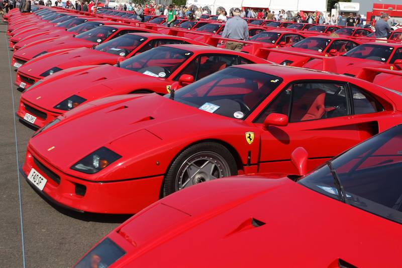ferrari f40 parade at silverstone classic 2012. Black Bedroom Furniture Sets. Home Design Ideas