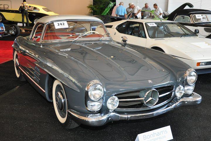 1961 mercedes benz 300sl roadster sold for 804 500 versus. Black Bedroom Furniture Sets. Home Design Ideas