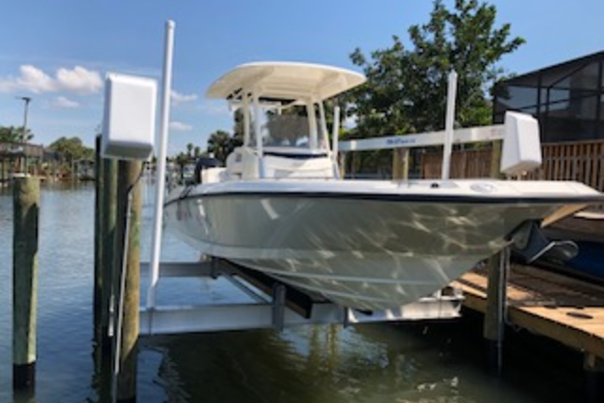 2016 Boston Whaler Dauntless, 1