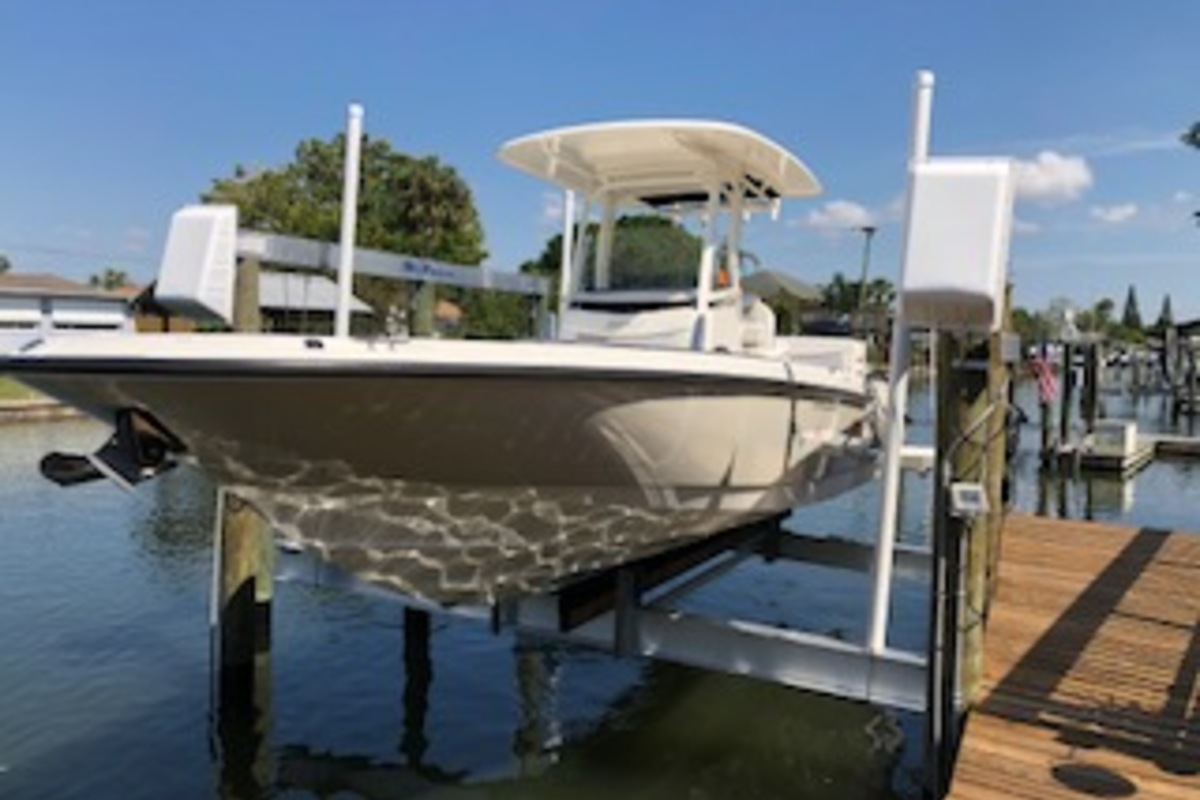 2016 Boston Whaler Dauntless, 0
